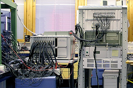 KIT2 is used with multiplexer unit and is connected to a mixing system.